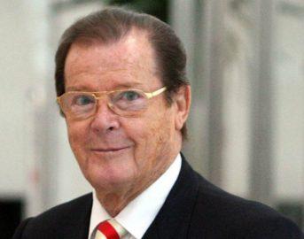 Roger Moore è morto: si è spento all'età di 89 anni, fu 7 volte James Bond