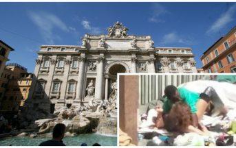 Roma, atti osceni in luogo pubblico: la foto che indigna il web