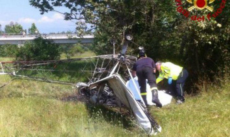 Ultraleggero precipita e prende fuoco nel Vicentino, morto il pilota