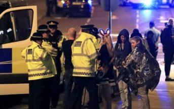 Attentato terroristico a Manchester news: numerosi dispersi, tra le vittime anche bambini