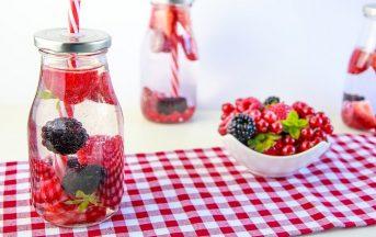 Bevande detox fatte in casa: 3 ricette con frutta e verdura di stagione