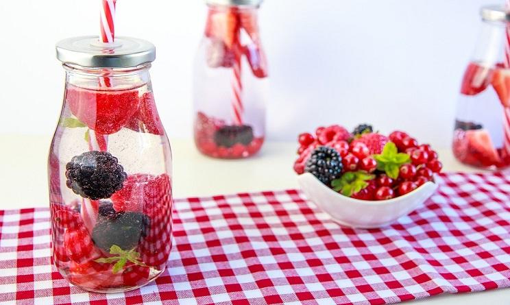 bevande detox fatte in casa, bevande detox fai da te, bevande detox frutta, bevande detox verdura, bevande detox per dimagrire,