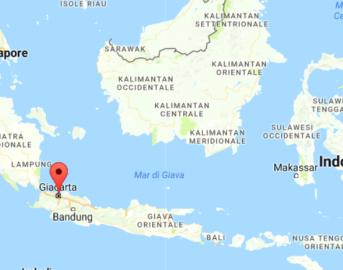 Indonesia attacco kamikaze, due esplosioni vicino stazione autobus a Giacarta: ci sono vittime