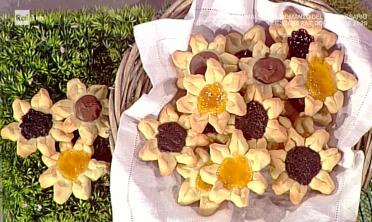 La prova del cuoco ricette dolci oggi, la prova del cuoco ricette dolci, la prova del cuoco ricette oggi, la prova del cuoco 15 maggio 2017, biscotti fiorellini natalia cattelani, biscotti fiorellini la prova del cuoco,