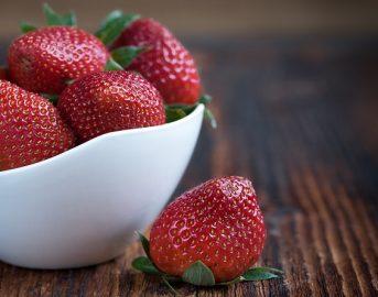 Bevande detox fatte in casa: 3 ricette con i frutti rossi dell'estate