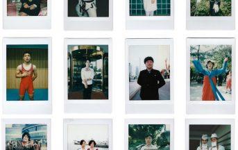Polaroid dalla Corea del Nord: 26 scatti per raccontare la devozione trasversale al caro leader
