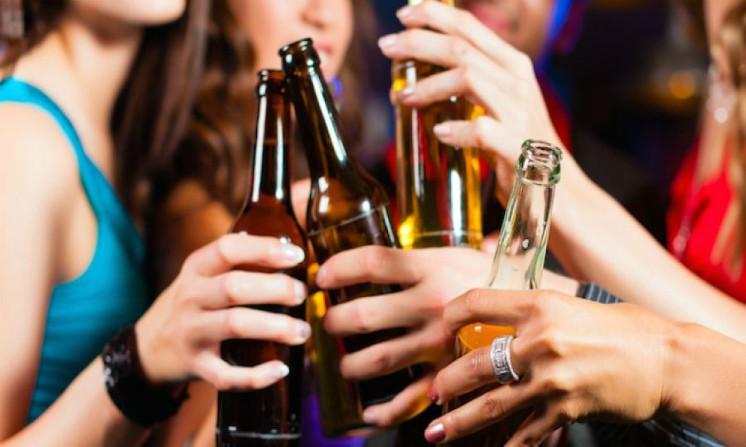 Abuso di alcol, negli adolescenti modifica il cervello, lo studio
