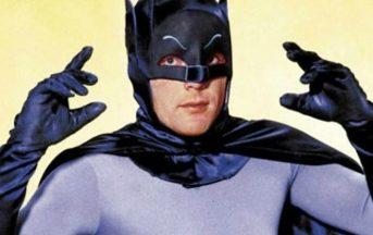 Adam West è morto: fu il Batman più iconico della TV, aveva 88 anni