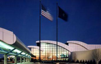 Usa, aeroporto di Flint evacuato: ferito un agente