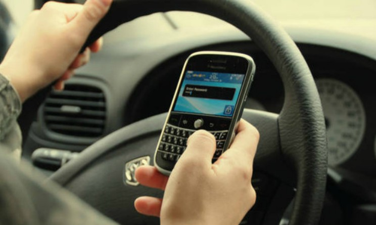 Apple, niente piu messaggi alla guida, arriva funzione che li blocchera