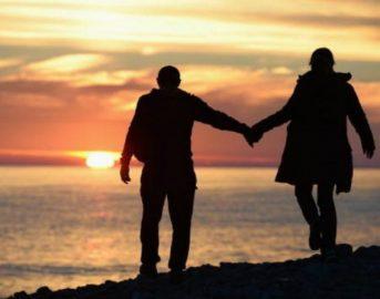 Coppia: tenersi per mano riduce il dolore, i risultati in uno studio scientifico