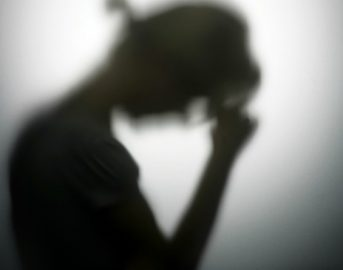 Depressione: chi soffre anche di altre malattie non la cura