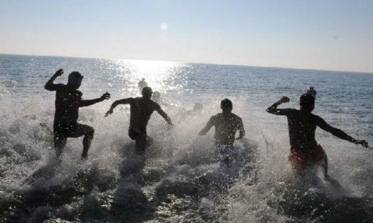 Bagno al mare dopo aver fatto un tatuaggio 31enne muore - Bagno al mare in gravidanza ...