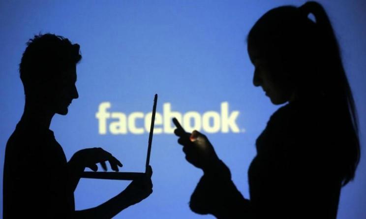 Facebook, scrive post durante orario di lavoro, licenziato