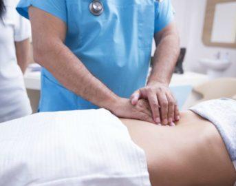 La operano per un'appendicite, ma le trovano un cervello nell'ovaia