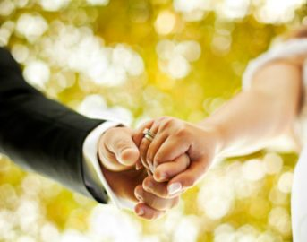 Sassari, lo sposo la lascia all'altare: lei porta tutti a festeggiare al ristorante
