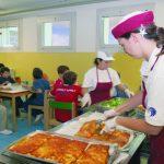 Napoli, escrementi nel cibo, bambini intossicati e mensa scolastica sospesa
