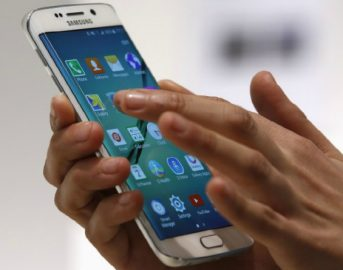 Smartphone, perdere foto e video è fonte di stress e ansia