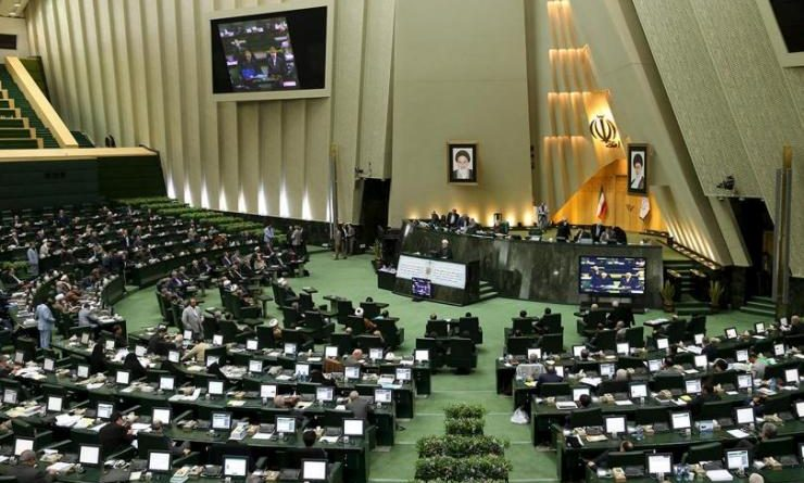 Iran attentato oggi sparatoria in parlamento a teheran for Oggi in parlamento
