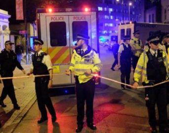 Londra: un furgone sui pedoni fuori dalla moschea di Finnsbury Park, si indaga per terrorismo