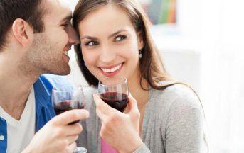 Coppia: per le donne l'uomo che non beve vino è noioso e poco interessante