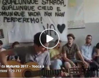 Maturità 2017, studente canta Bob Dylan per ricordare l'amico scomparso: il video che emoziona il web