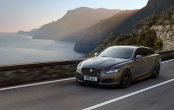 Nuova Jaguar XJR575 caratteristiche e scheda tecnica: presentazione in anteprima a 300 km/h