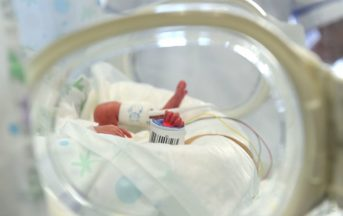 Meningite: neonata di 18 giorni deceduta, aveva contratto la malattia da un bacio
