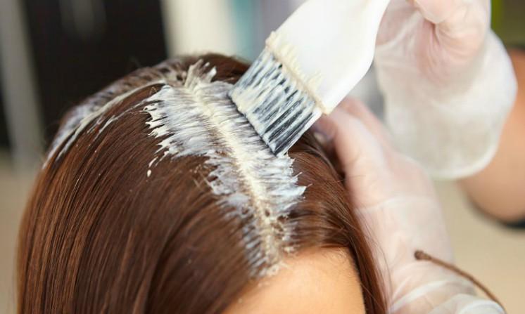 Tinture per capelli, aumentano il rischio di cancro al seno, cosa risponde uno studio