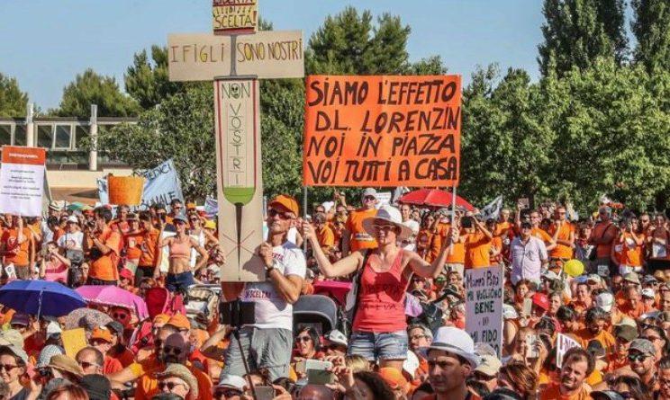 Pesaro, migliaia di persone alla manifestazione