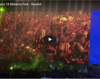 Vasco Rossi Modena Park 2017 video Rewind: fan in delirio e via i reggiseni (VIDEO)