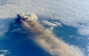 Vulcano Bogoslof erutta in Alaska: allerta rossa per gli aerei