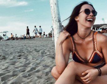 Wow Aurora, che fisico! La figlia di Hunziker e Ramazzotti festeggia il milione di fan su Instagram con uno scatto sexy