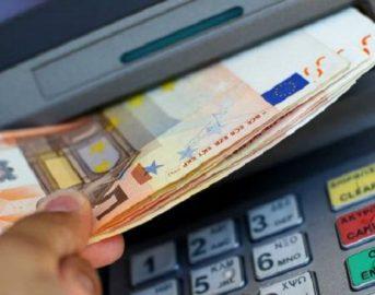Bancomat prelievo massimo giornaliero e mensile: cambiano le regole, oltre la soglia scattano i controlli fiscali