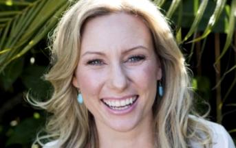 Minneapolis, donna uccisa 'per errore' da poliziotti: li aveva chiamati per segnalare rumori sospetti in casa
