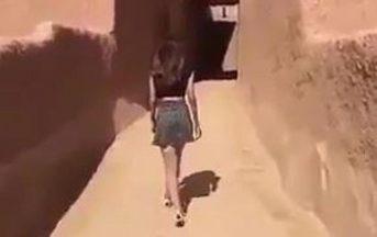 Si fa filmare in minigonna in Arabia Saudita: scoppia la polemica tra chi la vuole decapitare e l'arresto