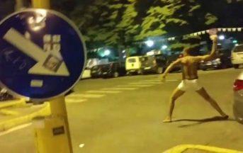 Firenze, uomo seminudo lancia sassi contro ristorante: scatta la caccia all'uomo, poi il pestaggio