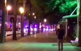 Barcellona furgone sulla folla, un italiano morto. Altro attacco a Cambrils, 4 terroristi uccisi