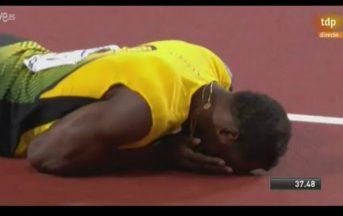 """Usain Bolt, ultima gara: l'addio vincente del """"fulmine"""" jamaicano fermato dai crampi [VIDEO]"""