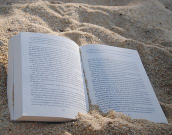 "Libri estate 2017: leggere diventa social con ""Books on the Beach"""