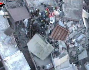 Terremoto Ischia, nuova scossa all'alba: proseguono la fuga dei turisti e le polemiche