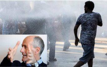 """Migranti a Roma, """"Se tirano qualcosa spaccategli un braccio"""": la frase fa infuriare il capo della Polizia ma «Non sia alibi per coprire altre responsabilità»"""