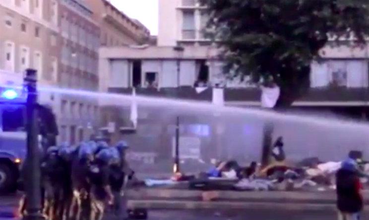 Roma, sgomberata piazza Indipendenza da 100 migranti
