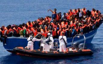 """Sbarchi migranti, un testimone a QN: """"Mai salvato gente in pericolo, è un business a chi arriva prima"""""""