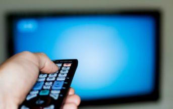 Dati auditel TV, estate stagione nera: gli italiani hanno altri interessi