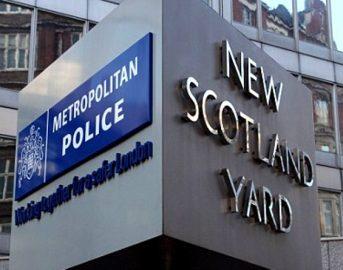 Londra bomba in metro news: arrestato 18enne, blitz polizia in corso nel Surrey