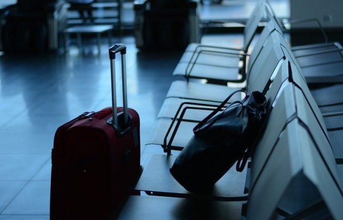 Catania, lascia il figlio minorenne in aeroporto: denunciato