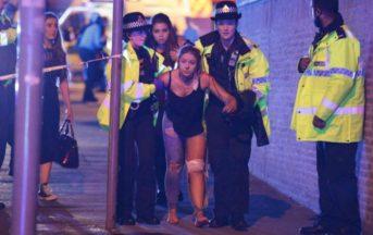 Il dolore di una famiglia dietro ad una foto dell'attacco terroristico a Manchester