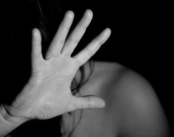 Asti 30enne segregata e violentata per 24 ore: due arresti