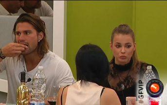 Luca Onestini diviso tra Ivana Mrazova e Paola Caruso: lui ammette di aver dato il primo bacio fuori dalla casa